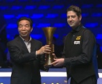 Matthew Stevens handed the Haikou World Open runners-up trophy.