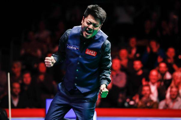 Wenbo celebrates after English Open win. Picture by World Snooker.